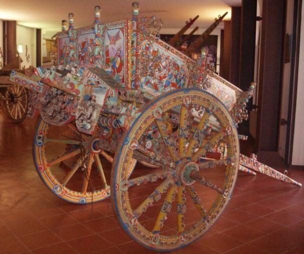 « carretti siciliani », ces fameux chariots aux couleurs étonnantes