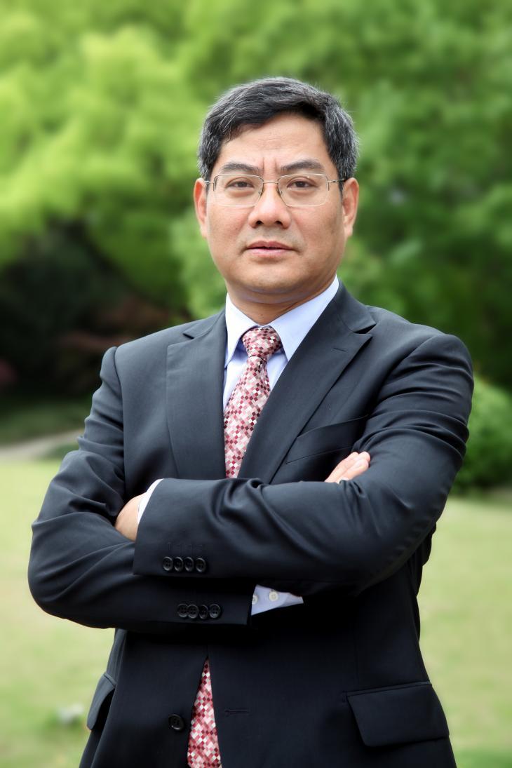 Professeur YUAN Zhigang, Economiste chinois réputé de l'université de Fudan (Shanghai)